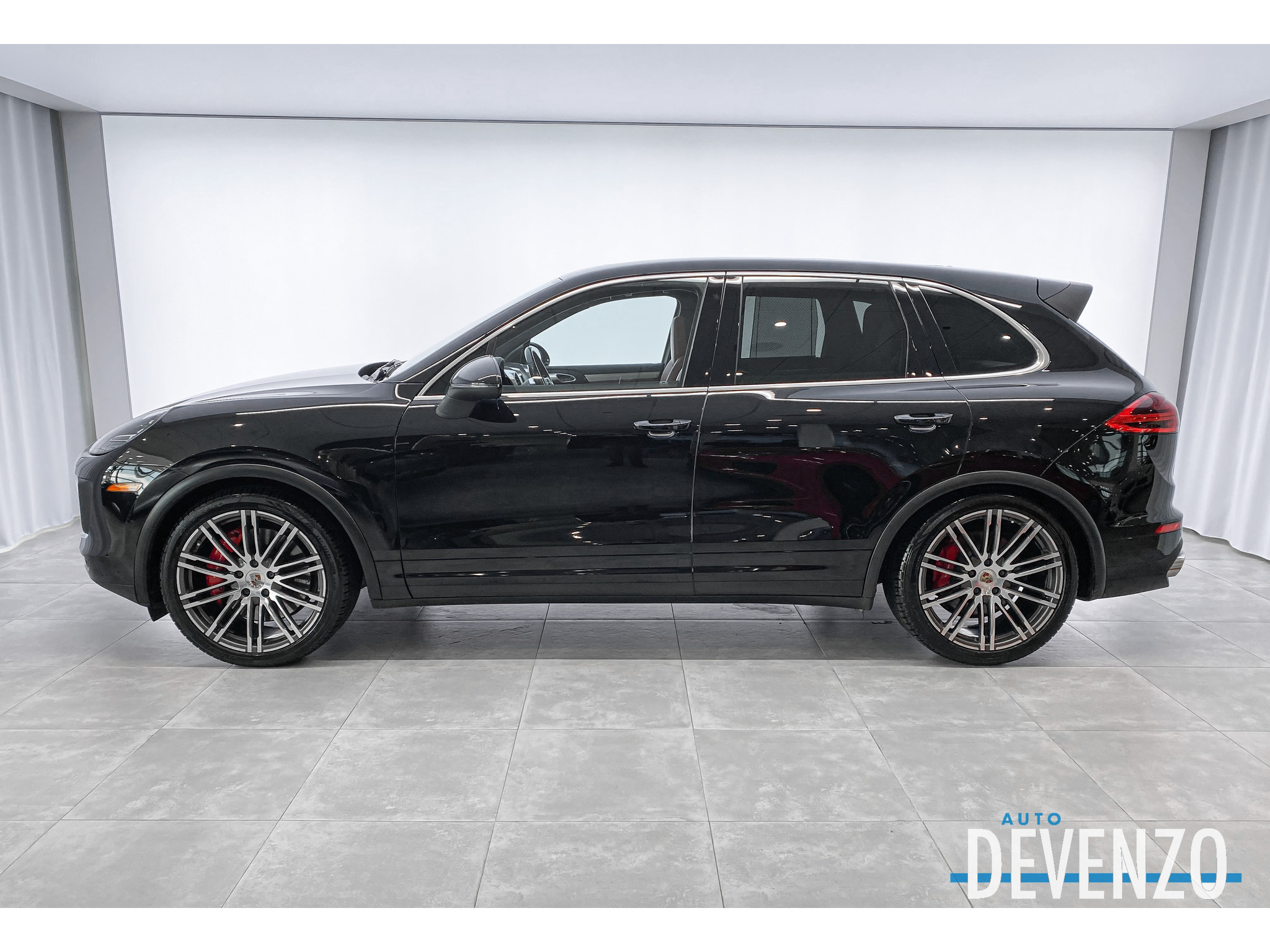 2015 Porsche Cayenne AWD TURBO 520HP complet