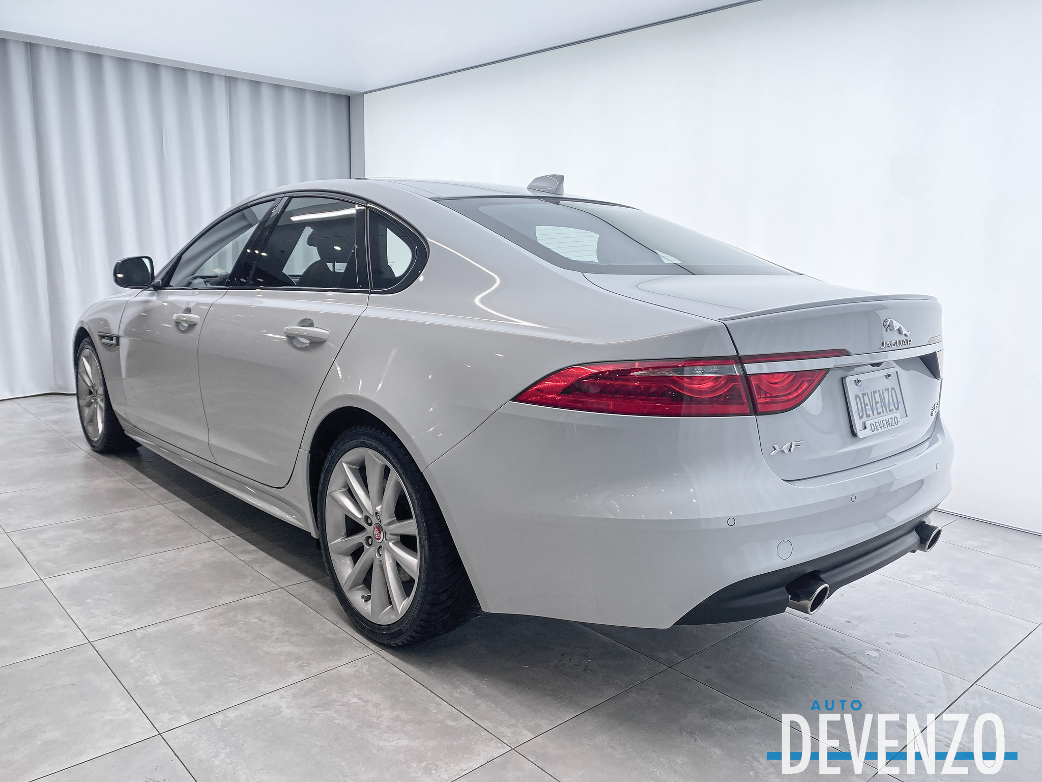 2017 Jaguar XF 35t R-Sport AWD SuperCharged 340hp complet