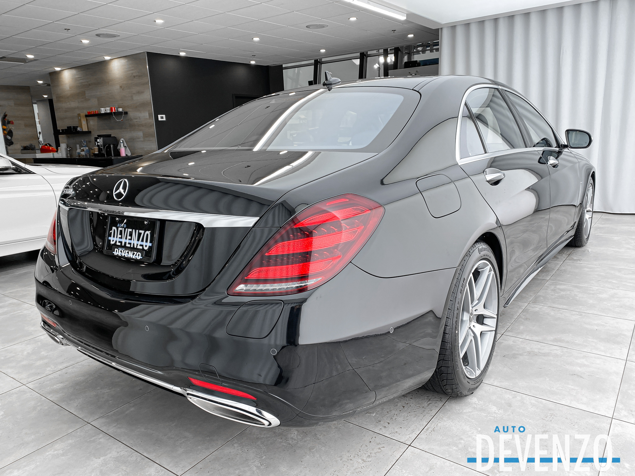 2020 Mercedes-Benz S-Class S560e Plug-In Hybrid Electric – AMG Sport  LWB complet