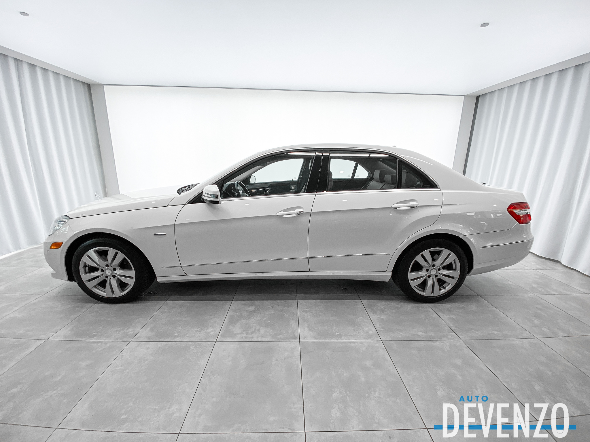 2012 Mercedes-Benz E-Class E300 V6 3.5 4MATIC Premium Package / Navi / Camera complet