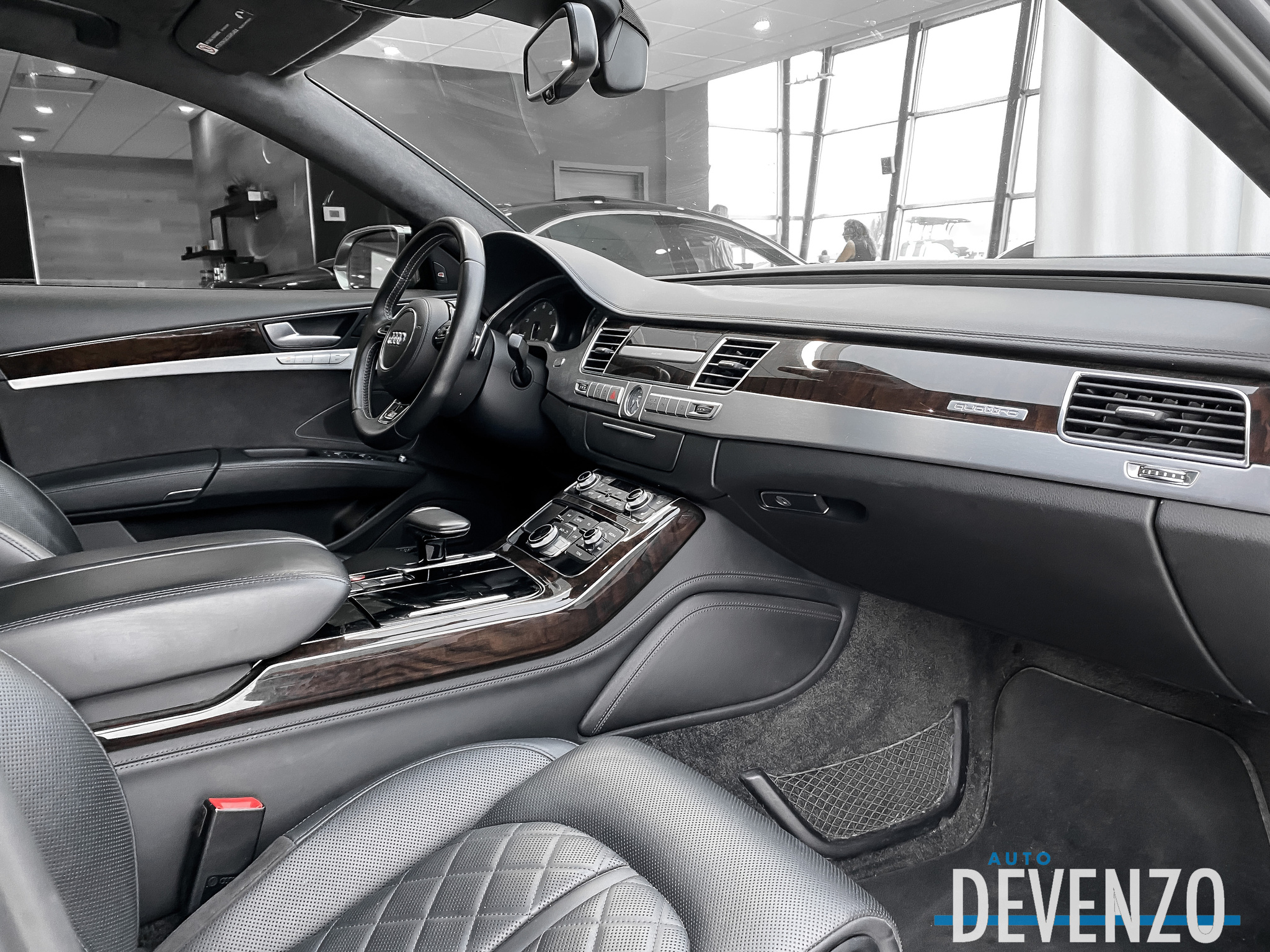 2015 Audi S8 S8 V8T 520HP Rear DVD Entertainment complet
