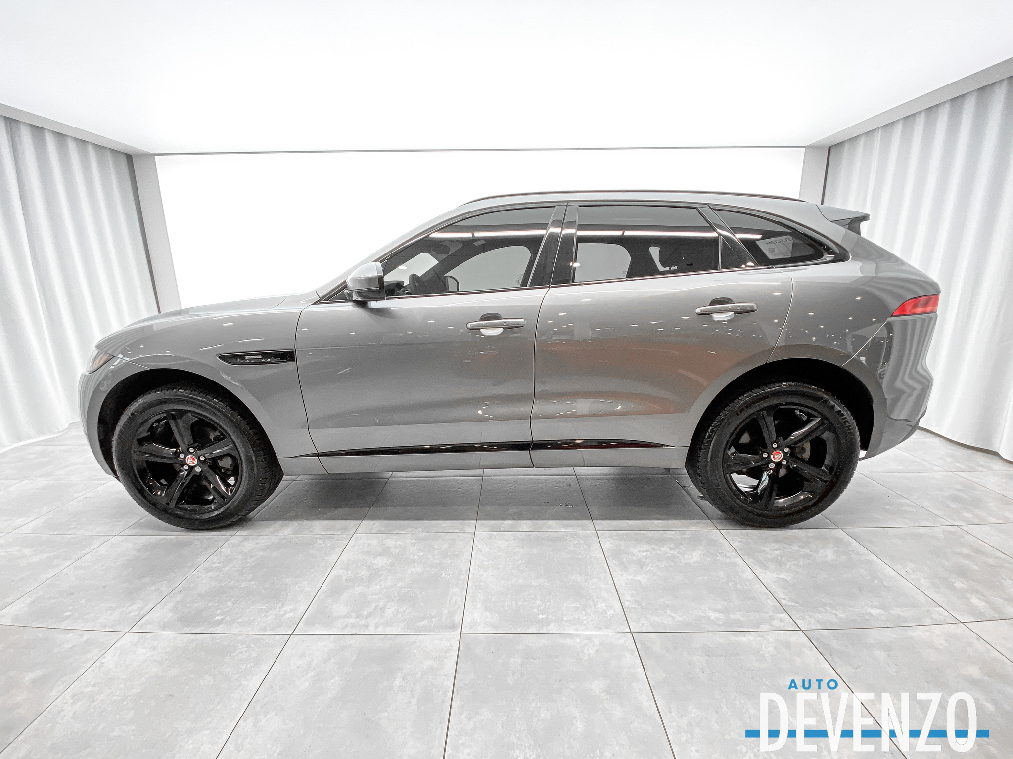 2020 Jaguar F-Pace 25t AWD R-Sport Black Package / Adaptive Cruise complet
