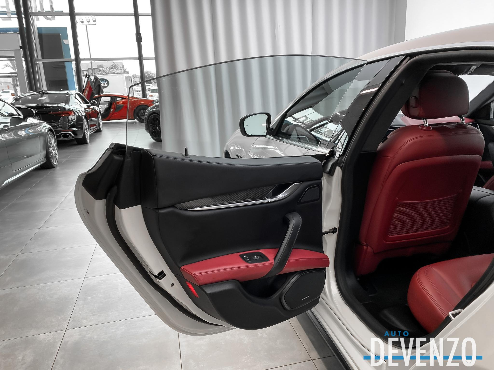 2017 Maserati Ghibli S Q4 3.0L 410hp Carbon fiber / Driver Assistance complet