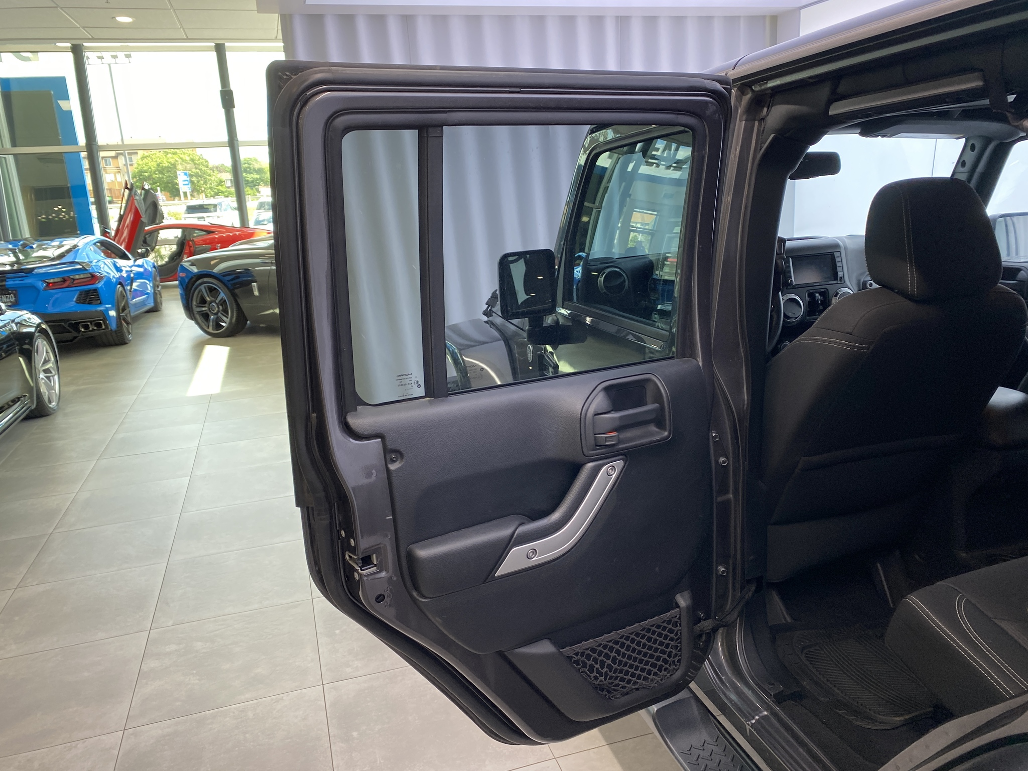 2016 Jeep WRANGLER UNLIMITED 4WD UNLIMITED Sahara 2 Tops 6 speed Navigation complet