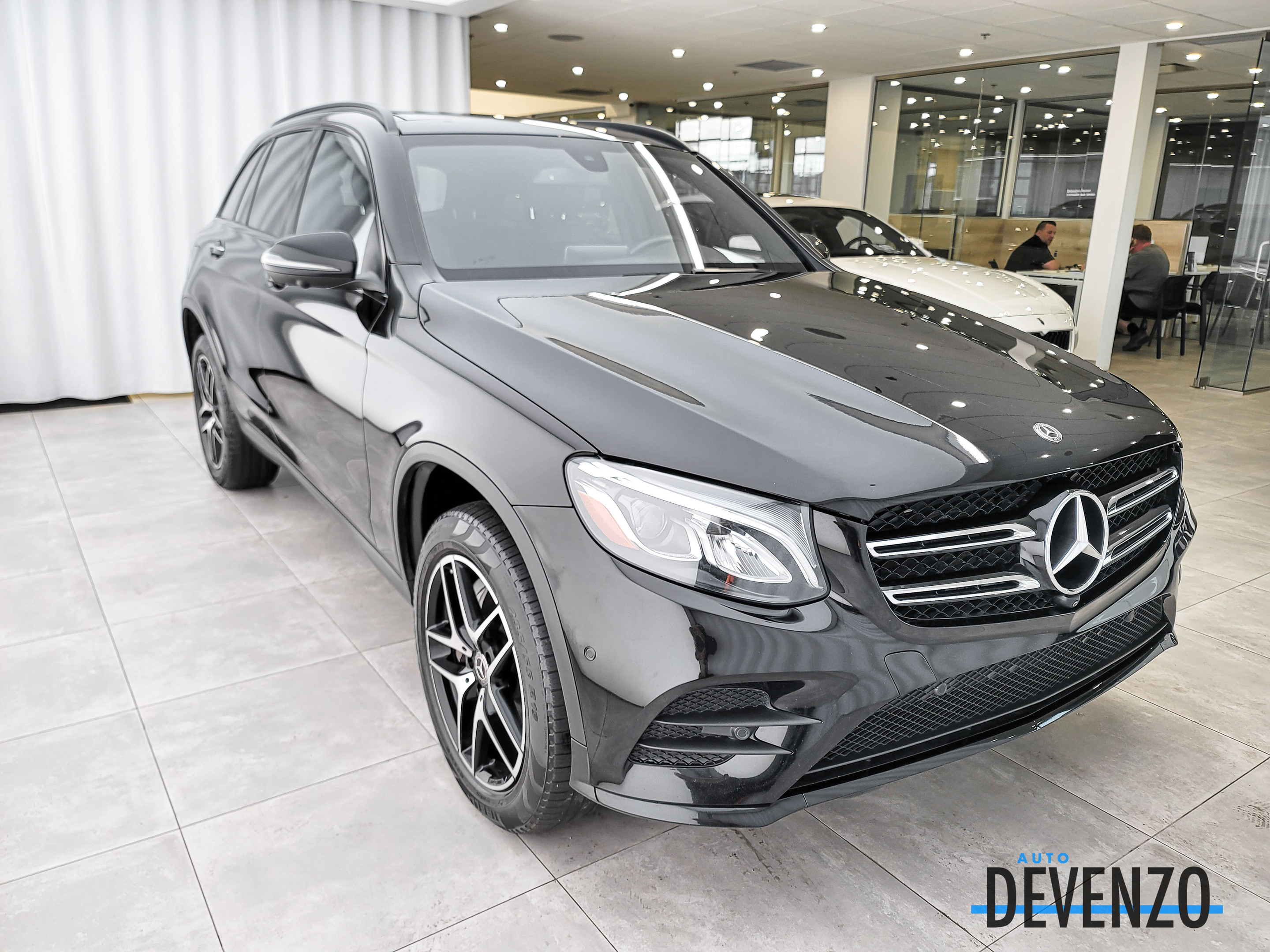 2018 Mercedes-Benz GLC GLC300 4MATIC PREMIUM / AMG NIGHT PACKAGE complet