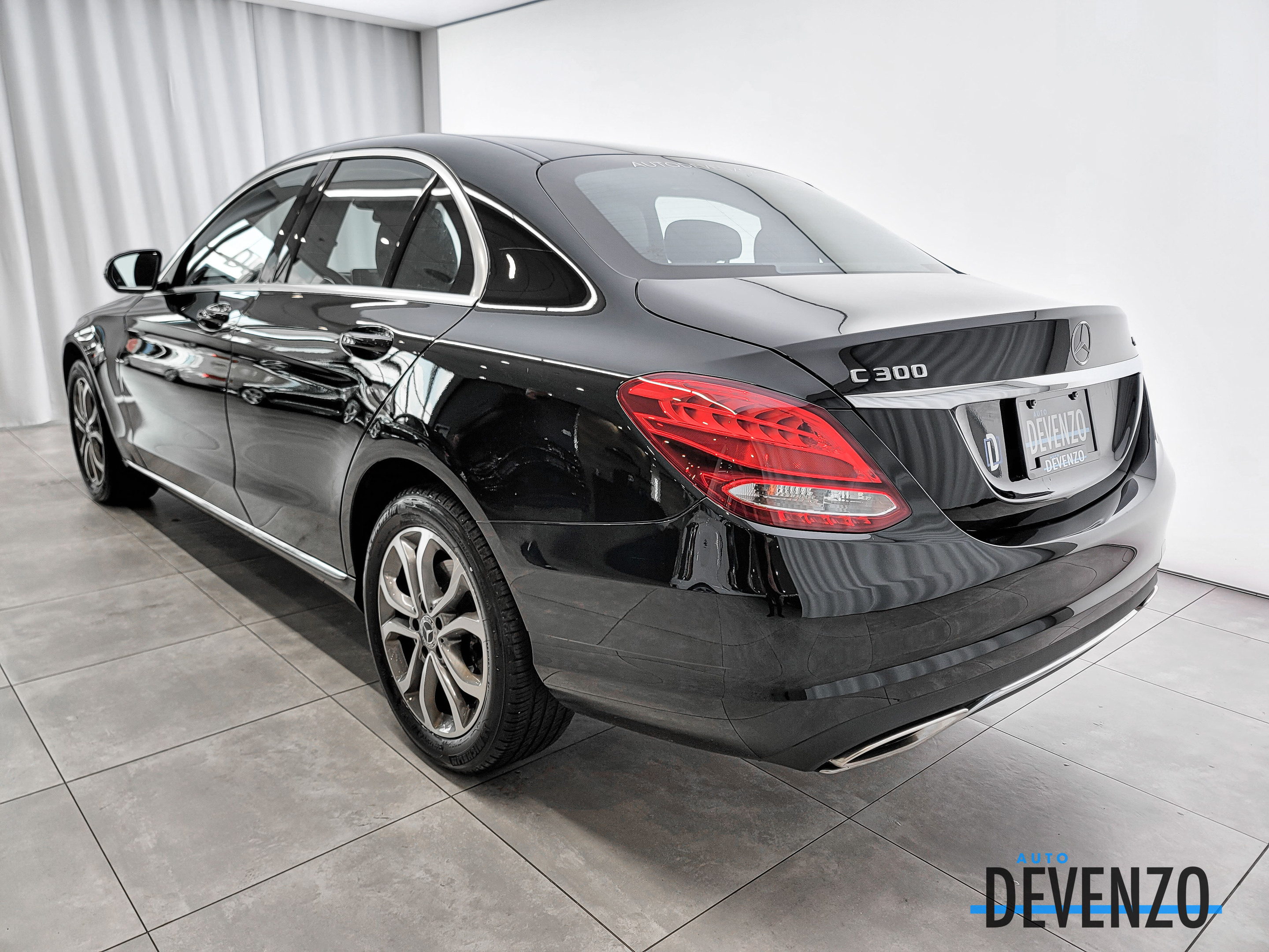 2018 Mercedes-Benz C-Class C 300 4MATIC Intelligent Drive Package complet